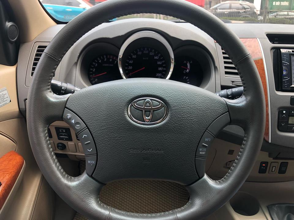 TOYOTA  FORTUNER 4x4 2.7AT 2011