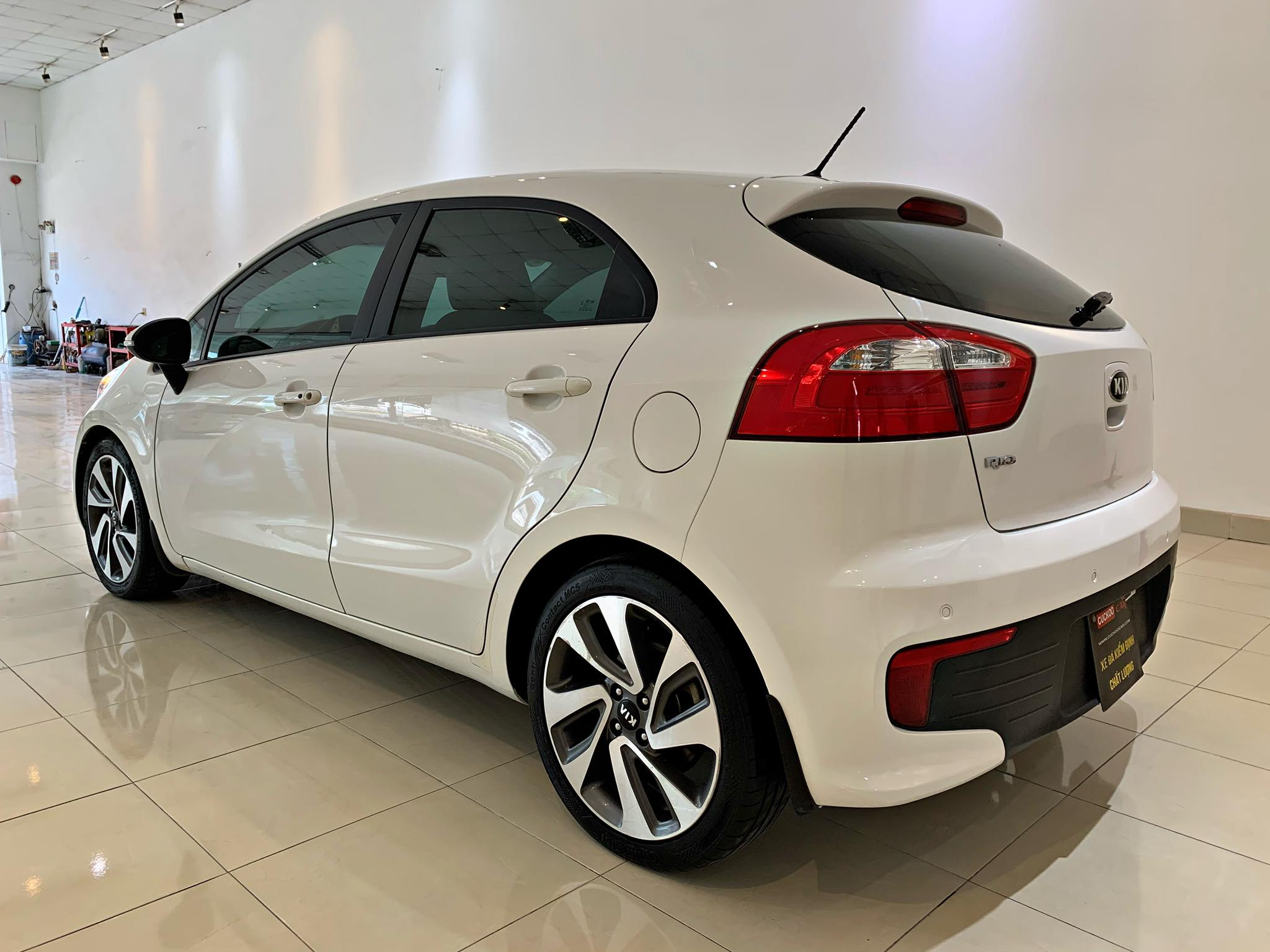 KIA RIO 1.4AT 2015 HATCHBACK