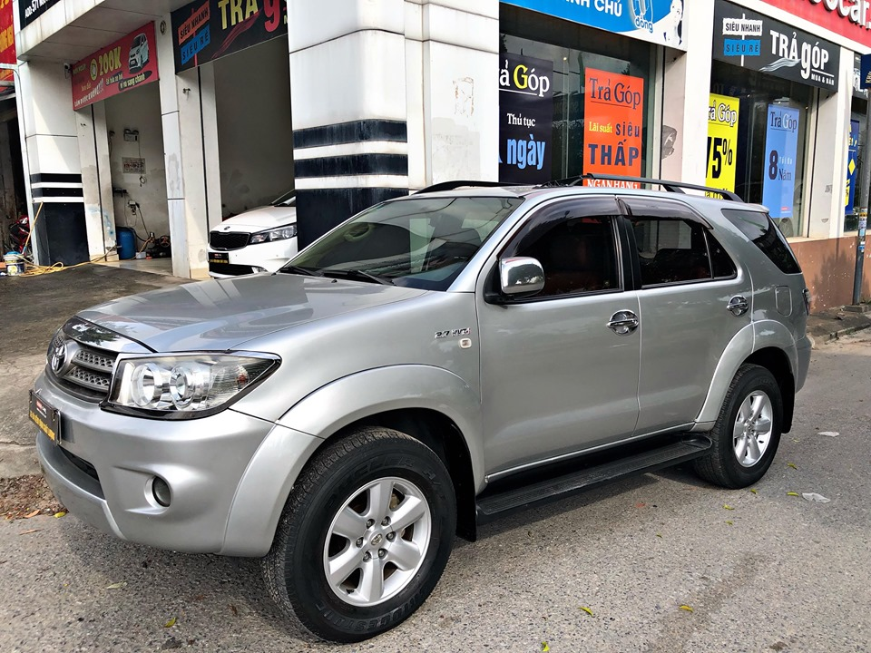 TOYOTA FORTUNER 2.7AT 2011