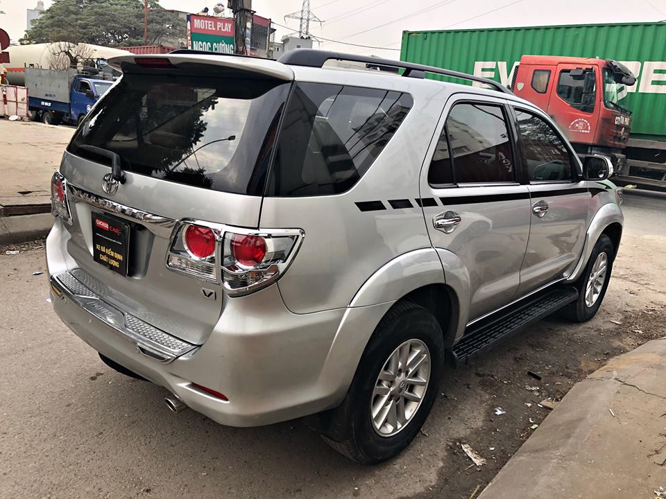 TOYOTA  FORTUNER 2.7AT 2013